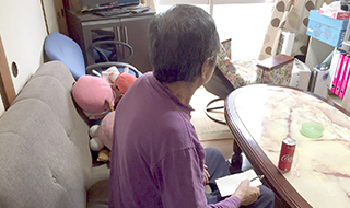 「ひとりになってから飲酒にはしった」 家賃滞納で強制退去になった定年男性の孤独