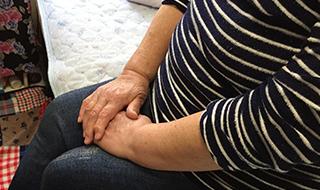 「ひとりはもうイヤ」 ホームレス経験者の女性がたどりついた安住の場所